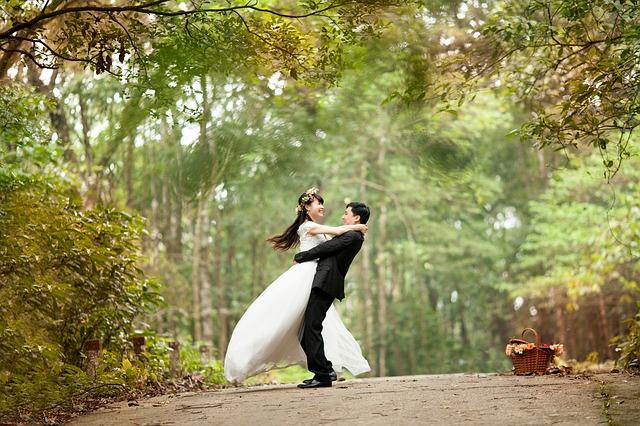 Warum Corsage unter dem Brautkleid tragen - Braut